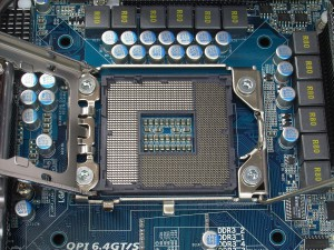 Socket_LGA_1366_open_R7309468_wp